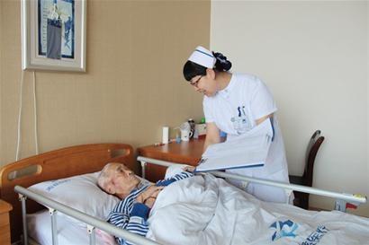 一个老护士的请假申请书,请假理由条条扎心!