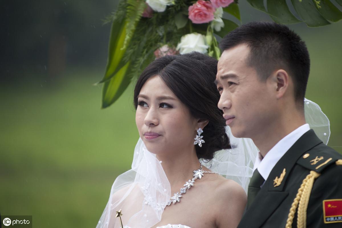 """军婚离婚须具备哪些条件?哪些属于""""军人一方有重大过错""""?"""