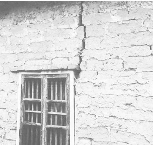 邻居建房致墙体开裂 赔钱