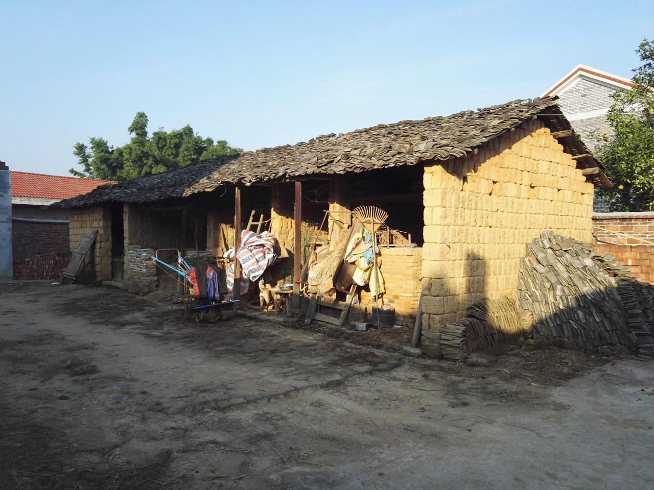 农村老房不能翻建?翻建老房有三大要求,三类人不能翻建