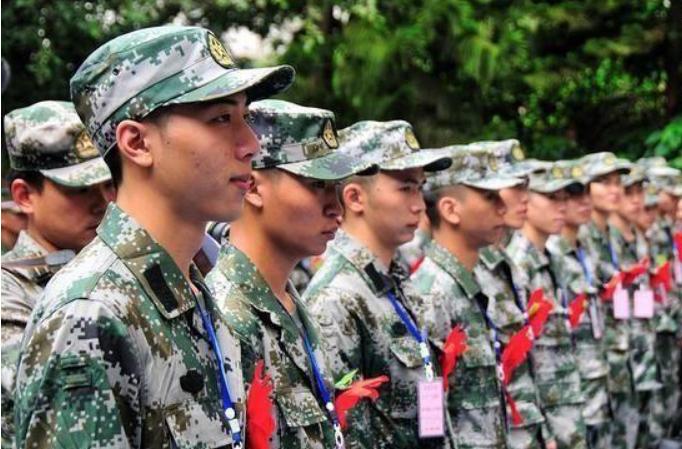 2021年参军入伍,海、陆、空,哪个好发展更容易留队?