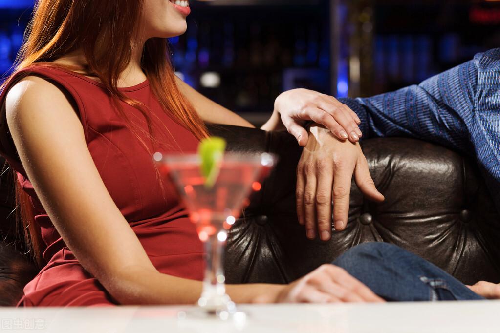 婚内出轨,是违反道德还是违反法律的行为?