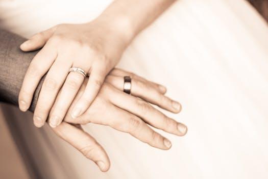 起诉离婚如何办理?起诉离婚应提供哪些证据?
