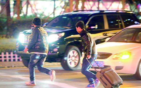 行人闯红灯被撞,驾驶员也得负10%责任?不服也没用!