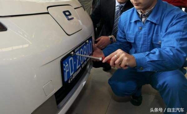 换了新车还想使用原号牌,怎么办?