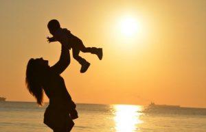 离婚时女方如何争取孩子抚养权,需要准备哪些证据?