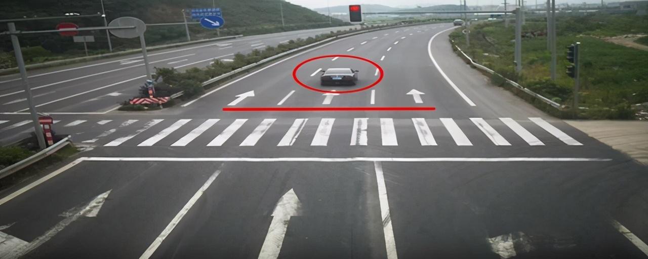 闯红灯怎么判定,这个细节避免闯红灯